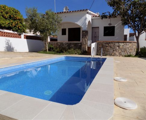Ground floor house with swimming-pool in L'Escala