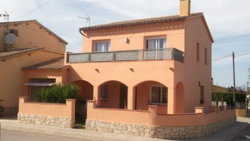 HOUSE FOR SALE IN ALBONS. 10 MINUTS FROM L'ESCALA