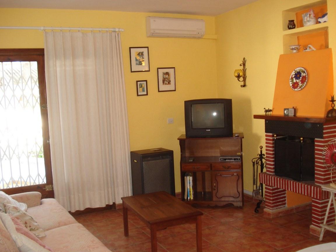 louer maison l 39 escala bosch api. Black Bedroom Furniture Sets. Home Design Ideas