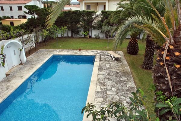 Lescala costa brava attique piscine bosch api for Construction piscine 972