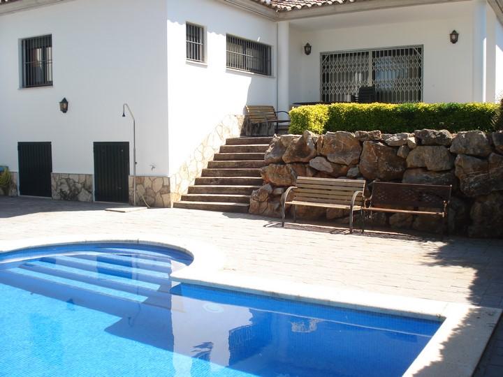 Lescala costa brava casa amb piscina bosch api for Piscinas costa brava