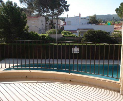 Apartment for rent L'Escala Riells community pool