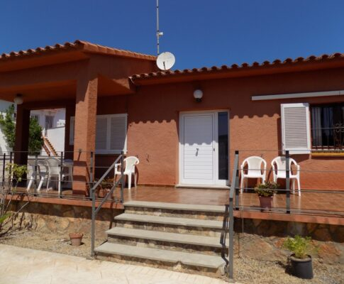 House for rent in Riells L'Escala residential neighborhood.