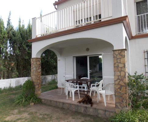 House quiet area and garden 5'from Riells Beach