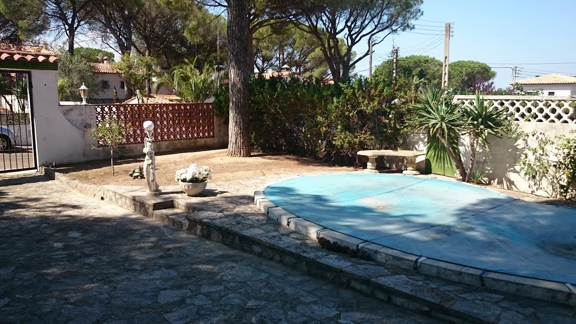 Lescala casa al club nautic amb piscina costa brava for Piscinas costa brava