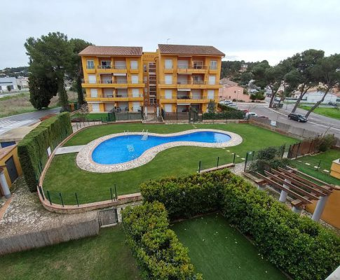 CAMP DELS PILANS. PENTHOUSE WITH COMMUNITY POOL AND PARKING AREA