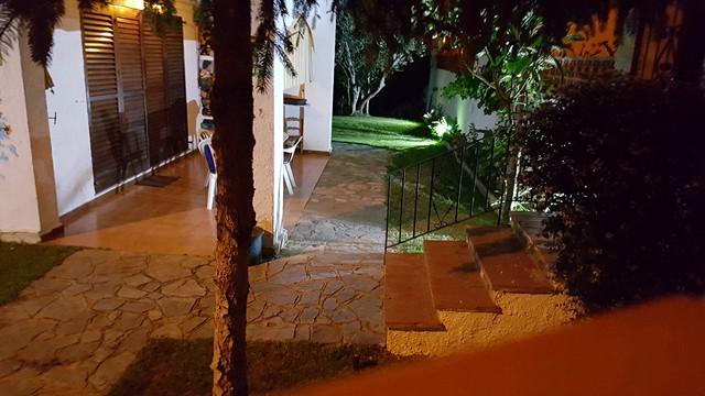 Lescala maison avec jardin piscine acheter bosch api for Acheter portillon jardin