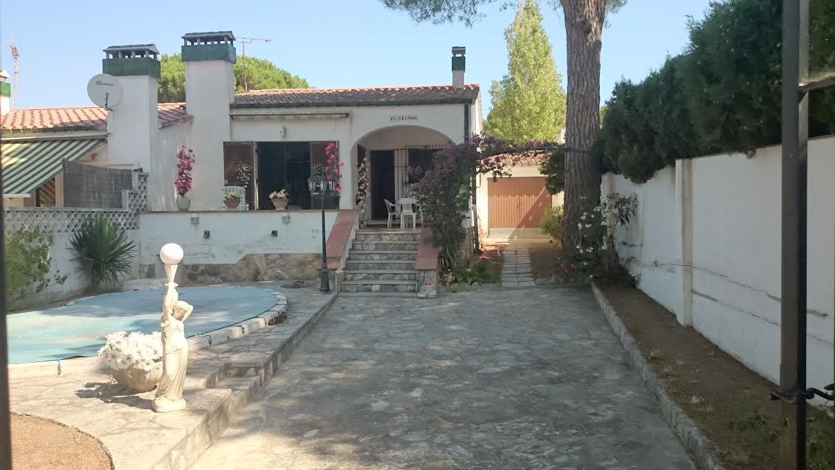 Lescala maison avec piscine port nautique bosch api for Construction piscine 972