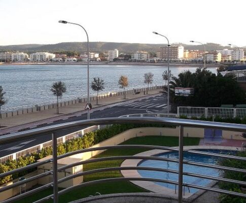 Apartment with community pool garden to rent L'Escala