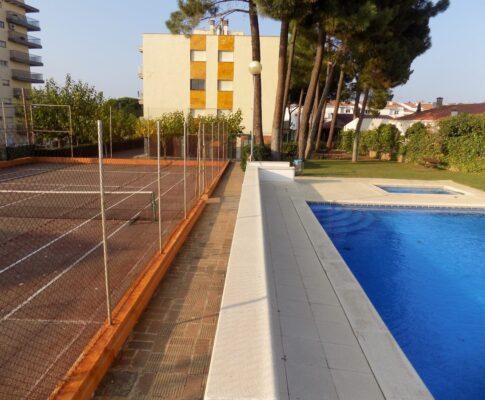 Apartament per llogar L'Escala piscina comunitària tennis