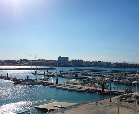 CLUB NAUTIC. APARTAMENT EN PRIMERA LINEA DE MAR