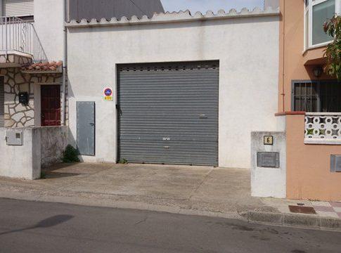 GRAN I ESPAIOS GARATGE. POSSIBILITAT DE CONSTRUIR