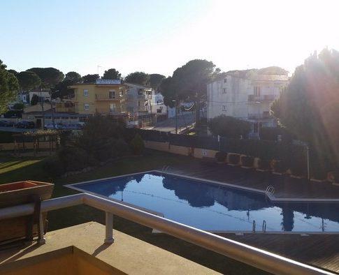 Lescala-duplex-piscina-costa brava-pisos