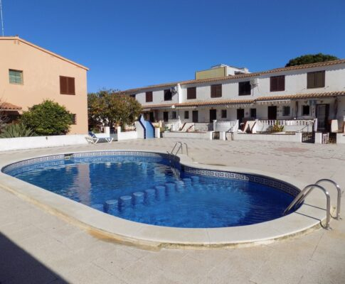 Terraced house to rent L'Escala communal pool
