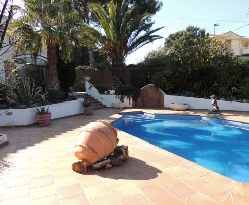 Ground floor house private pool 200 m from the beach