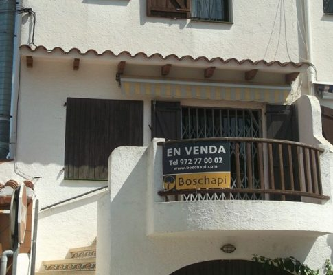 TERRACED HOUSE 200mts. OF THE BEACH WITH LARGE GARAGE