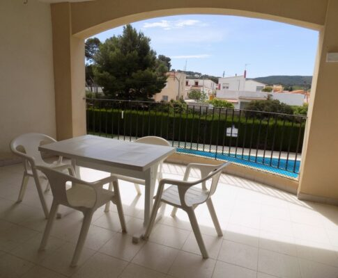 Apartment for rent L'Escala Riells community pool
