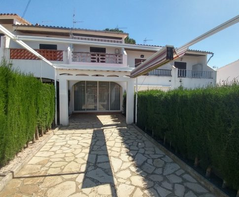 TERRACED HOUSE 400mts. FROM THE BEACH WITH PRIVATE PARKING