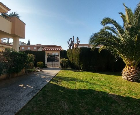 APARTMENT 250mts. FROM THE BEACH WITH PRIVATE PARKING AND STORAGE ROOM