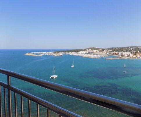 Apartment on the seafront with great sea views L'Escala