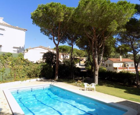 House to rent in L'Escala with private pool and garden
