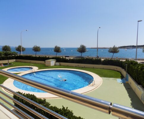 Large terrace apartment to rent L'Escala sea views