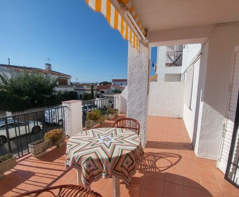 APARTMENT CLOSE TO THE BEACH WITH PRIVATE GARAGE