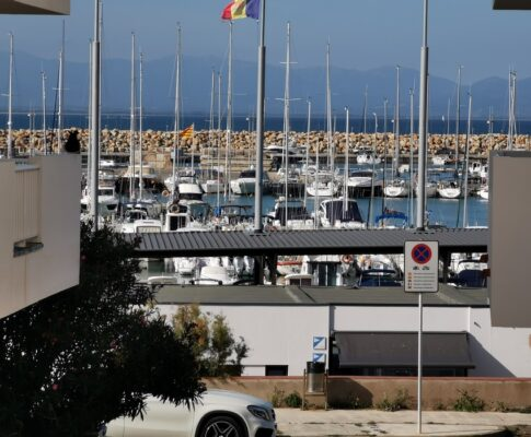 APARTMENT AT THE MARINA WITH SWIMMING-POOL, PARKING PLACE AND STORAGE ROOM